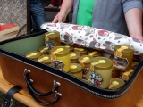 Koffer voll mit leckerem Honig